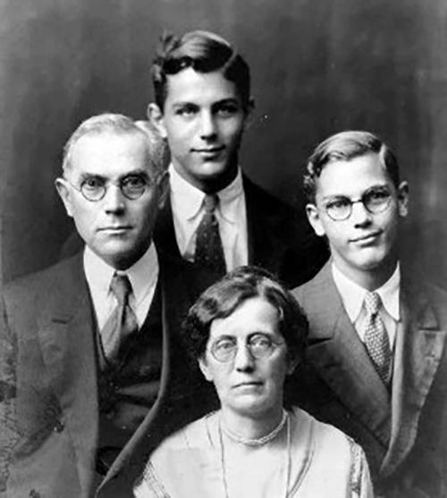 제주 탐방여행 시 대영성서공회 부총무였던 피터스 선교사 가족사진