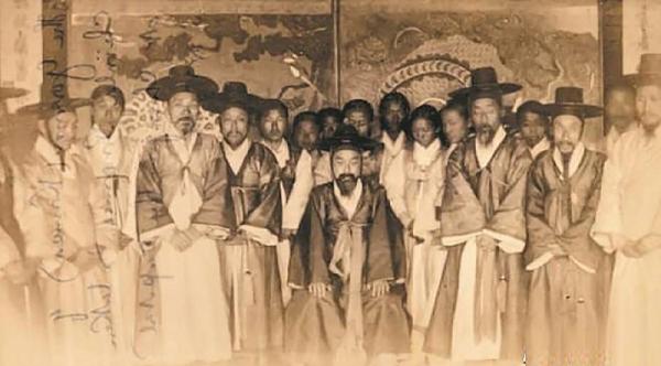 1884년 전라도 관찰사 김성근과 육방, 통인 등의 모습