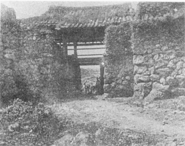 1905년 말콤 앤더슨이 촬영한 제주목 제주성 서문 광경