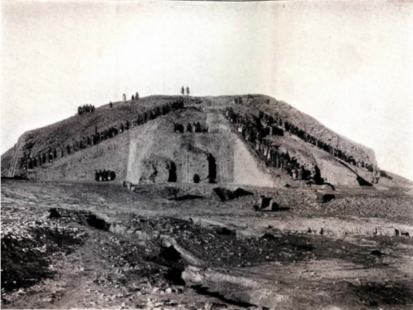 발굴과정에 있는 우르의 지구라트
