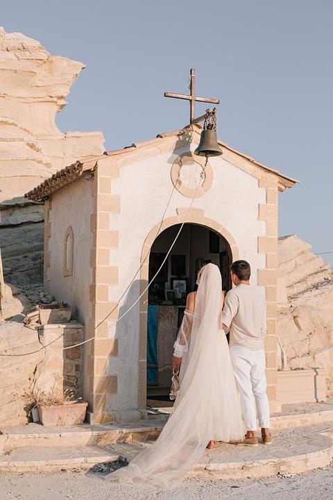 여성전문잡지 yourtango가 목사와 결혼하면 겪을 수도 있는 여성들의 고충에 관한 에세이를 소개했다.