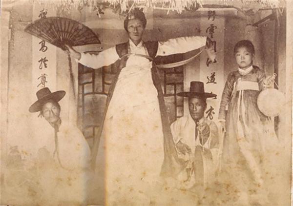 조선 시대 굿을 하는 모습