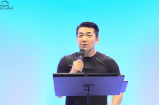 에스더기도운동 주최로 4일부터 시작된 '제21차 청소년 JESUS ARMY' 말씀집회에서 다니엘 김 선교사가 설교하고 있다.