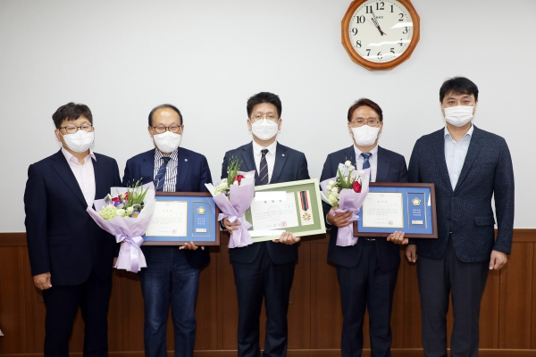 수원시의회 조석환 의장, 시은소교회 지역사회발전 유공자 표창 수여