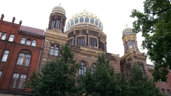 기독교회와 상이한 유대 회당(베를린)