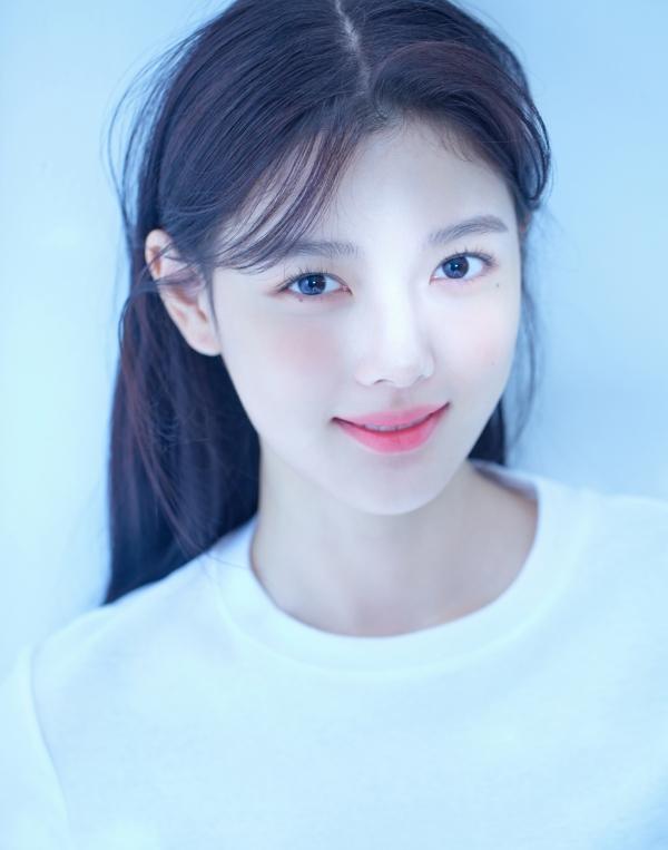 배우 김유정 프로필 사진