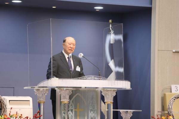 제1대 군종교구장이며 군선교연합회 명예이사장인 곽선희 목사가 설교했다.